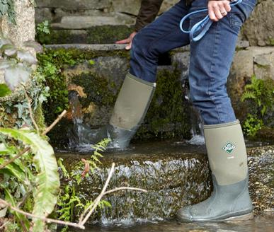 FOOTWEAR FIT FOR COUNTRY PURSUITS